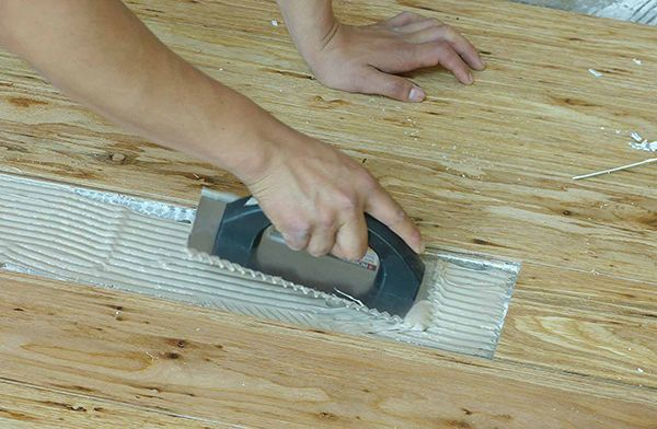 Use Proper Trowel And Spread Glue Evenly