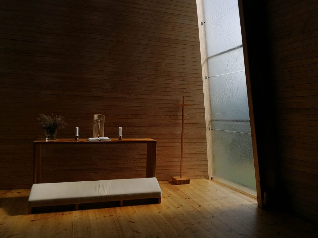 A photo of a minimalist room made of natural materials