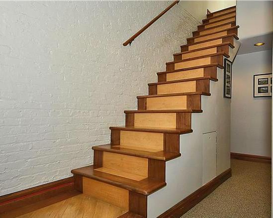 BAMBOO STAIRCASE MADE USING NATURAL AND CARBONIZED STRAND