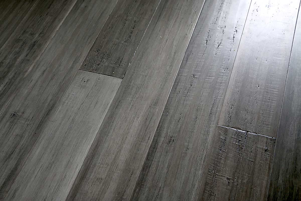 Ashwood Click Medium Shot Above Flooring