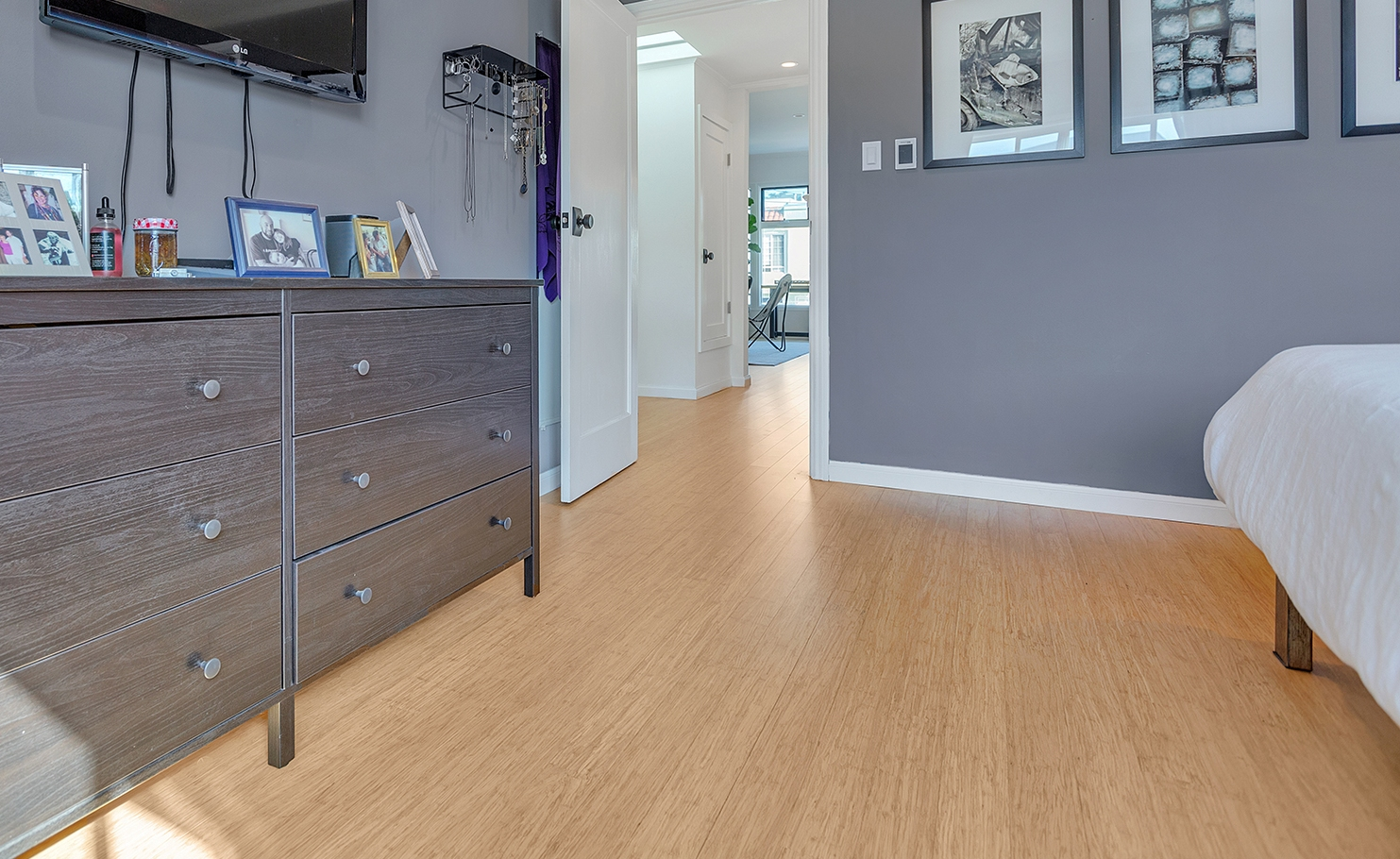 Natural Wide Plank Strand Bamboo Floor Bedroompfc