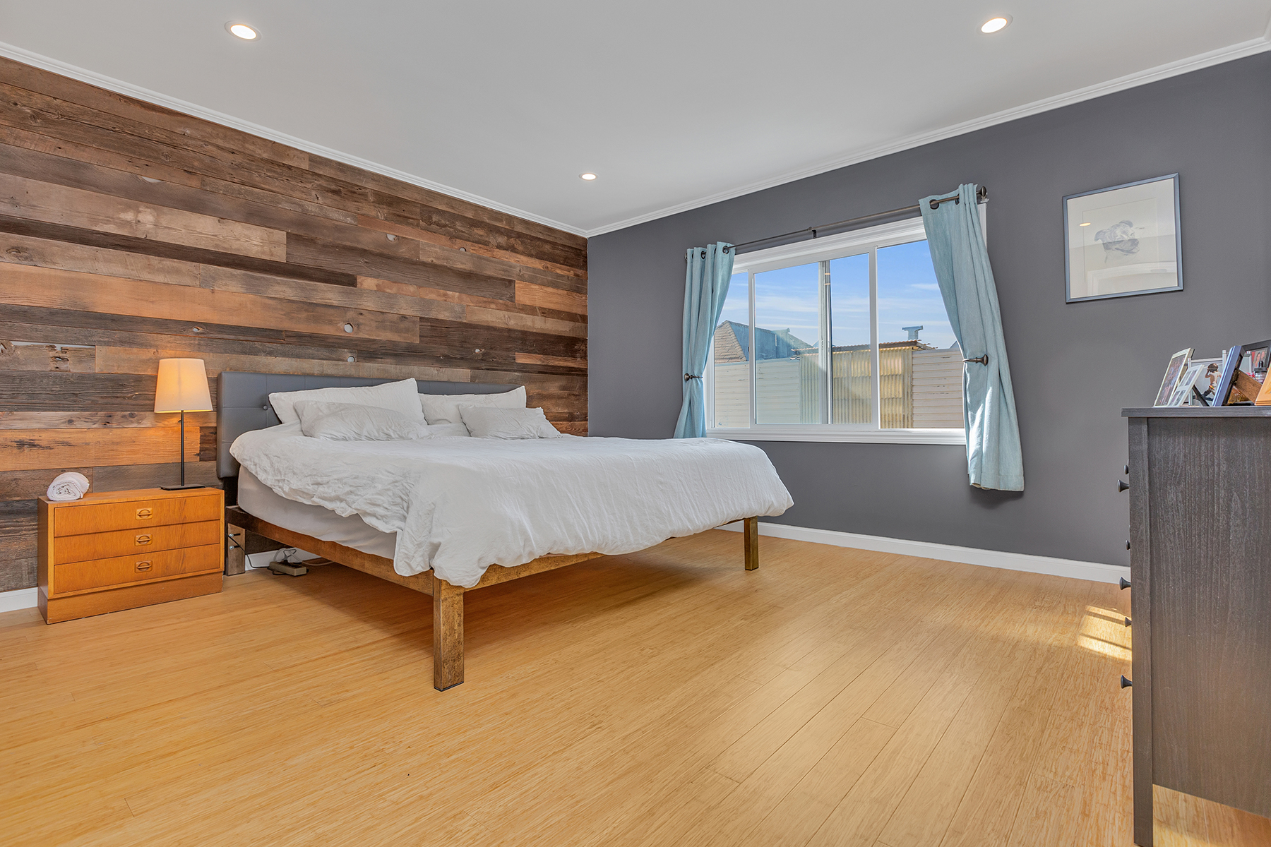 Natural Wide Plank Strand Bamboo Floor Bedroompfc2